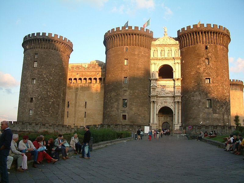 Porte du Castel Nuovo de Naples (Source : wikipédia, cliquez sur l'image)