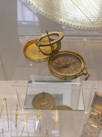 Set astronomique (contenant des instruments d'astronomie et de mesure du temps), (1575), Londres, British Museum (photographie : Adeline Lionetto-Hesters).