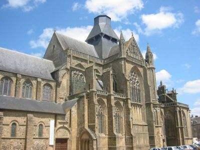 Basilique d'Evron (source :  : http://www.pays-de-la-loire.culture.gouv.fr/sites/ouvertspublic/fiche.php?id=63)